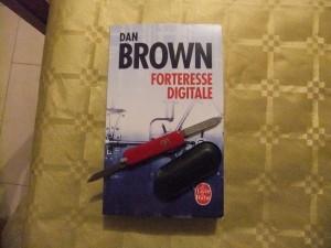 Ne jamais commencer à lire sans son couteau suisse ! C'est Macgyver qui me l'a dit...