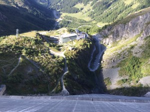 Vue du haut du barrage, coté village